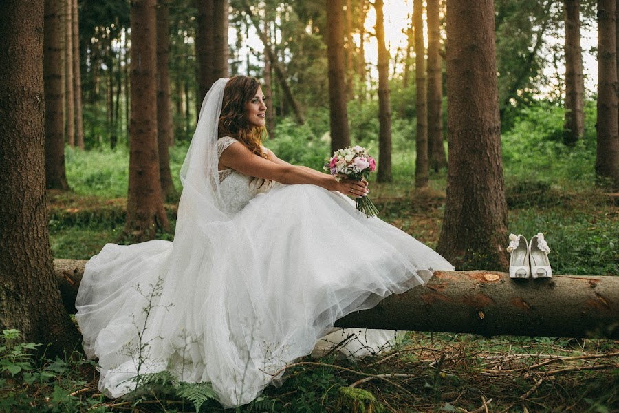 Wedding photo of july 3 2017 by lukas molnar on mywed for Canon 6d wedding photography