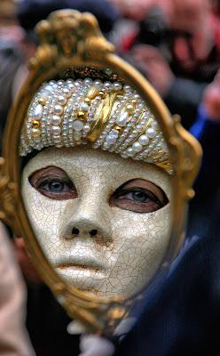 Occhi Stanchi dietro la maschera di Princi Felice
