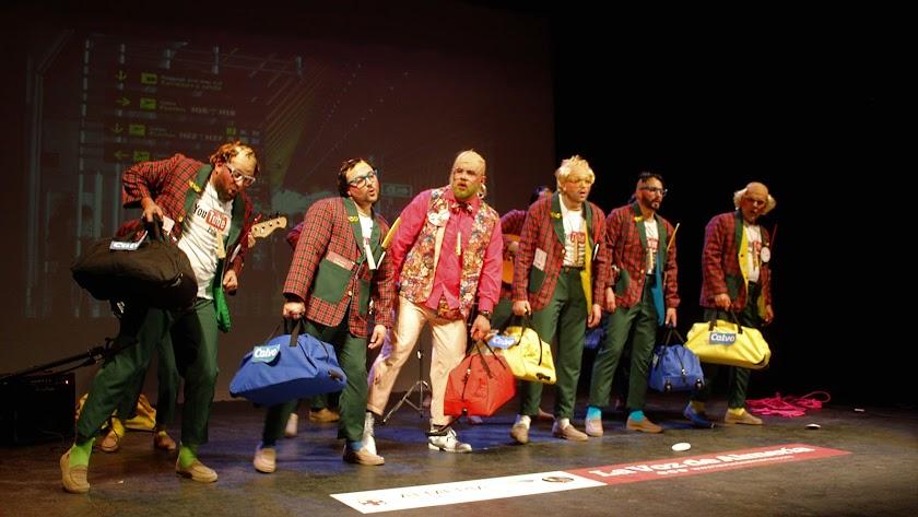 La murga de Berja, Los que salen por los pelos abrió el Concurso de Carnaval.