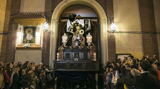 Contra viento y lluvia, Silencio en las calles de Almería