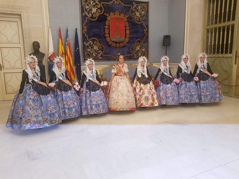 Las Falleras Mayores de la FJFS asisten a las proclamaciones de las Belleas del Foc de Alicante