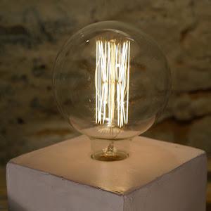 lampe béton cube vec ampoule à filament