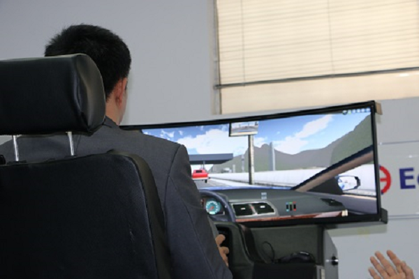 Mô hình cabin tập lái 3D sẽ có nhiều điểm giống và khác với học lái xe ô tô thông thường