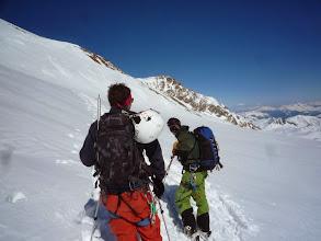Photo: On remet les peaux pour accéder au Col des Quirlies