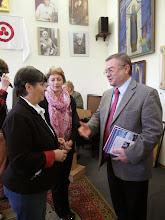 Photo: Е.Г.Петренко, директор Одесского Дома – Музея имени Н.К.Рериха, Генеральный консул Румынии в Одессе Емил Рапча.