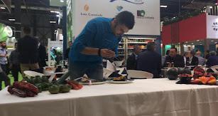 El chef almeriense Rafael Rodríguez durante el showcooking.