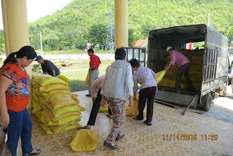 Photo: Hopetoday giúp 200 phần quà , đường, dầu & bột ngọt cho người Dân Tộc ở Phan Sơn/Huyện Bắc Bình/Bình Thuận