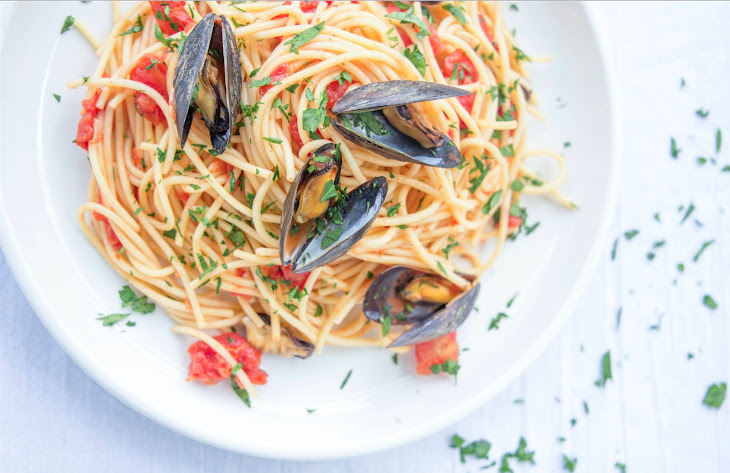 Mussel Pasta In Spicy Tomato Sauce Recipe | Yummly