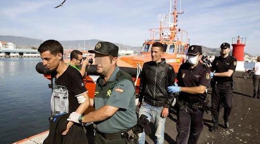 Recepción de las pateras en los módulos de Almería