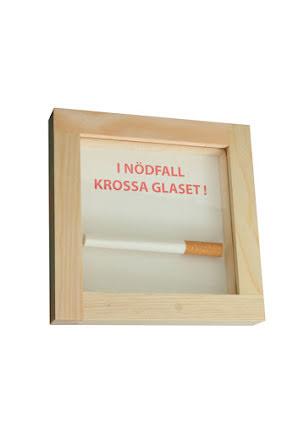 I nödfall krossa glaset, cigarett