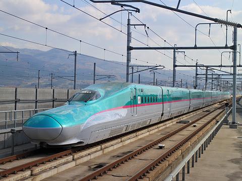 JR東日本 E5系新幹線電車「はやぶさ」 新函館北斗にて
