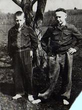 Photo: Kairėje Kukulskis Viktoras (Kukulskio Stasiaus sūnus, g.1959-60 m.), dešinėje - Gusčius Vygandas.