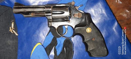 Men found with housebreaking equipment, illegal gun arrested near border post