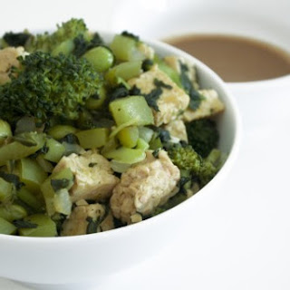 Tempeh & Green Vegetables With Tangy Peanut Sauce