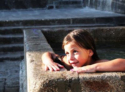 La bambina  la fontana di qba75