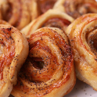 These Easy Ham And Cheese Rolls Are The Perfect Party Centerpiece