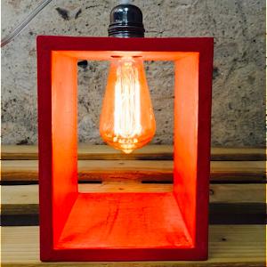 lampe béton rouge en bégton ciré design