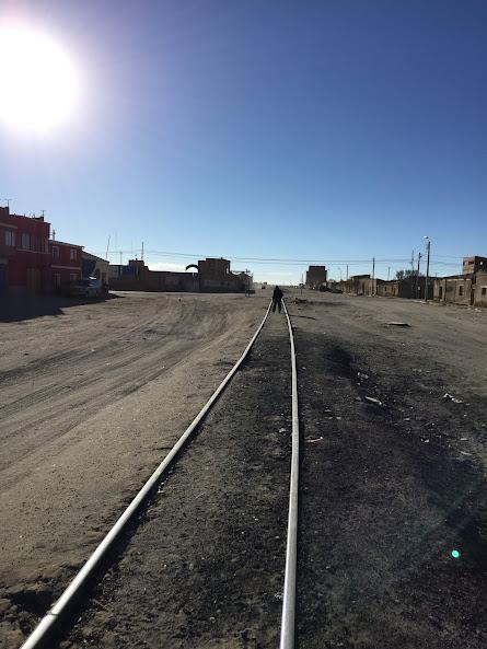 ウユニからオルーロへ向かう線路を歩く
