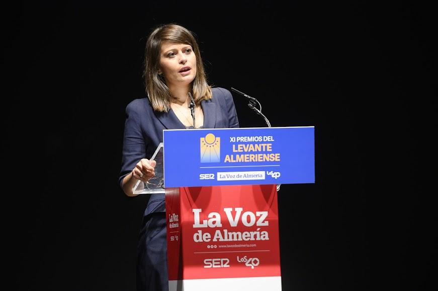 La diputada provincial Ángeles Martínez en el escenario.