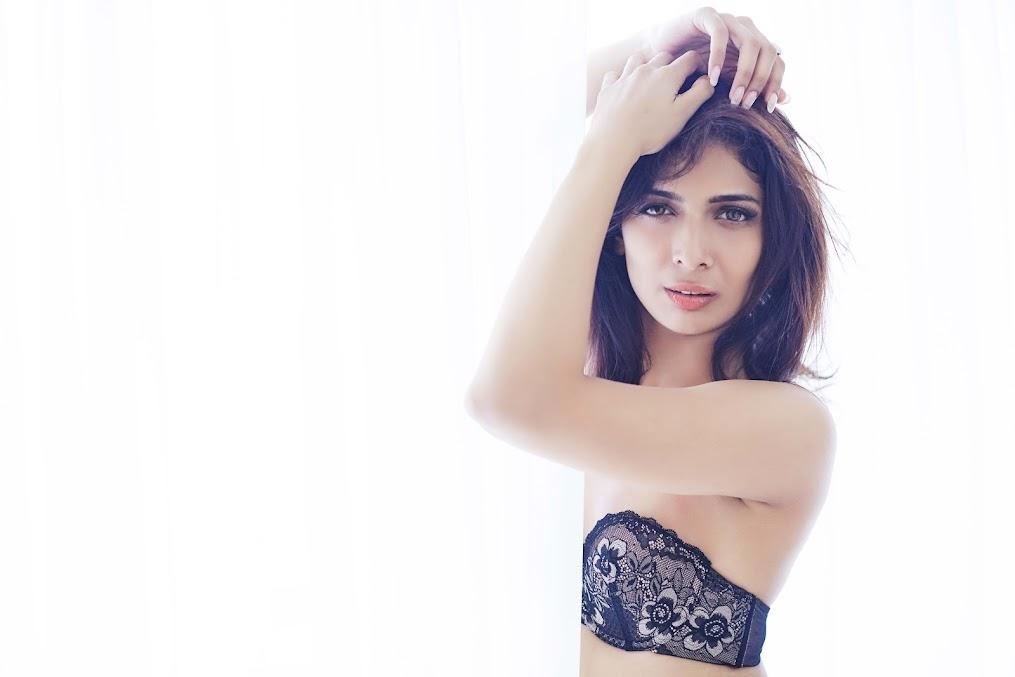 Heena Panchal in black bikini