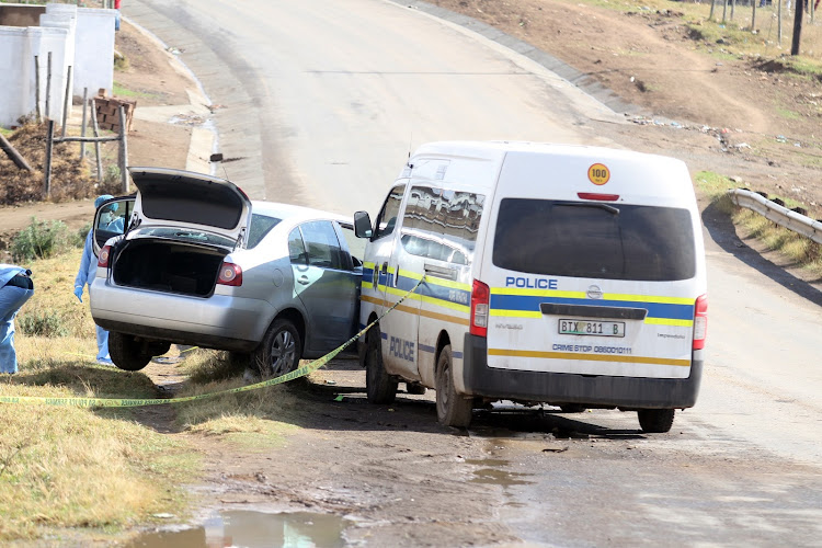 A suspected robber who together with three others allegedlyhiajacked a Toyota Avanza at Payne village in the morning of Friday was shot dead during the shootout with police on the Mthatha Dam Road near Slovo Village.