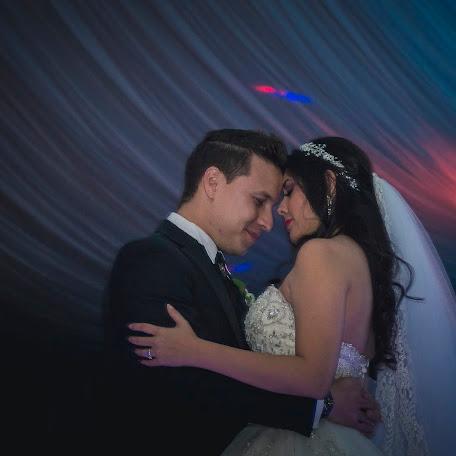 Wedding photographer Carlos erick Oseguera (YouBeautiful). Photo of 11.09.2017