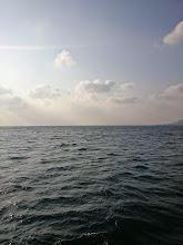 Photo: 昼からシケる予報なので、朝一からメインのポイントに行くも・・・「恵丸!アウトーッ!」 シケてました。 島影のポイントへ。