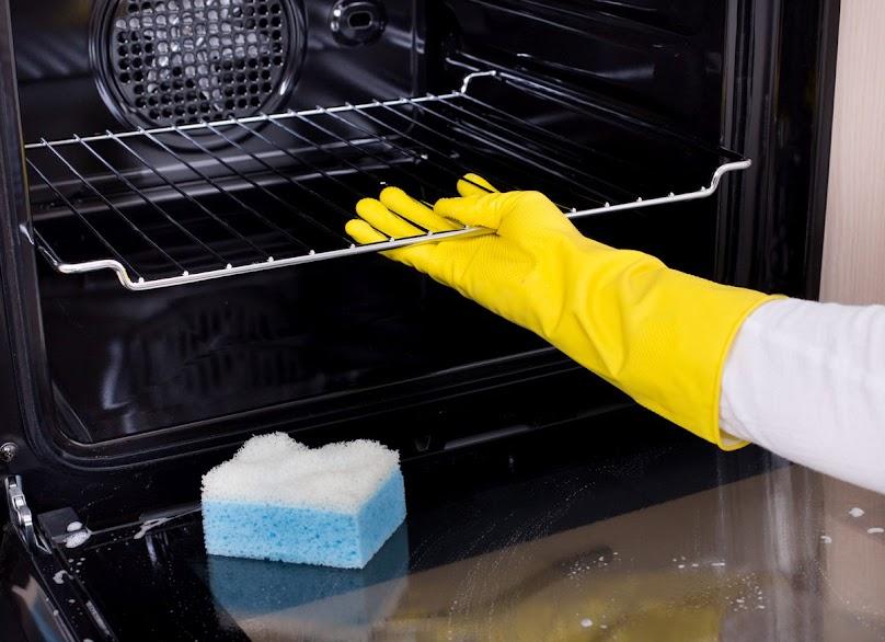 Jak wyczyścić pokrętła, szybę i zawiasy w piekarniku?