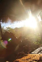 Photo: Kaip saulė, taip ir mes prigulėme pailsėti bambukų apsuptyje.  Sunset and us lying on a bamboo floor.