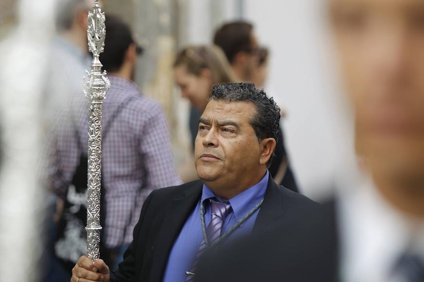 Antonio Navarro del Pino procesionando con su Cofradía.