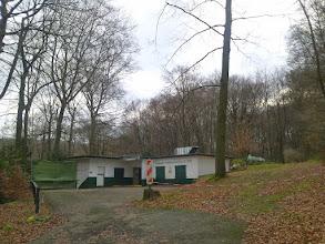 Photo: Betriebsgebäude des Vorhaller Schützenvereins e.V. 1901 bei Funckenhausen - im Vorfeld befindet sich der Ausgangspunkt mehrerer Wanderwege auf die Halle.