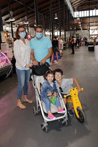 La familia Alcaide en el Mercado Central.