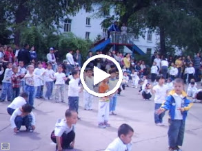 Video: some old home movies: baby son, warrenzh 朱楚甲 in his kindergarten's party in QRRS, his dad, benzrad 朱子卓's once long time employer. baby son was not trained skillfully for he frequently absent from the kindergarten he disliked.