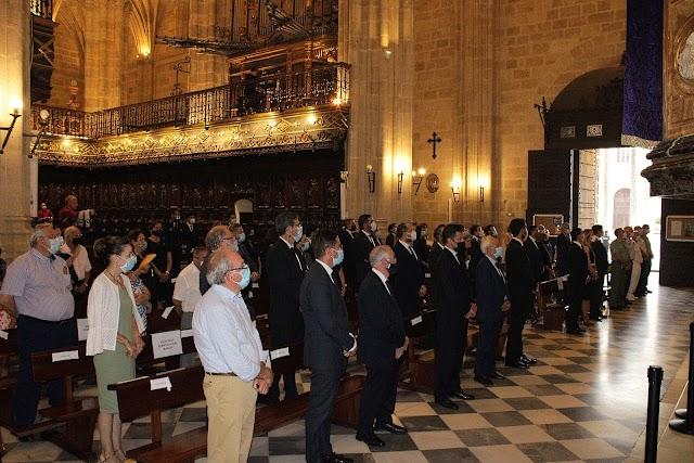 Una amplia representación institucional, militar y social llenó la Catedral de la Encarnación.