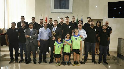 El alcalde felicita al 'Bahía de Almería' por el ascenso a la Primera Nacional