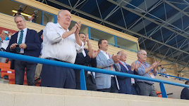 El palco del Antonio Peroles con Gabriel Amat, Martín Doblado y representantes de los clubes.