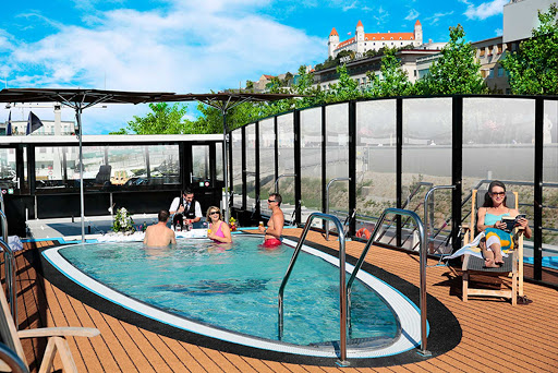 amastella-pool.jpg - AmaStella features a heated pool with a swim-up bar and superb views of the romantic Danube.