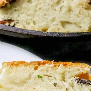 Easy Roasted Garlic No Knead Skillet Bread Recipe