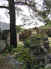Photo: Chimera, remains of the Byzantine Church .......... Resten van de Byzantijnse kerk.