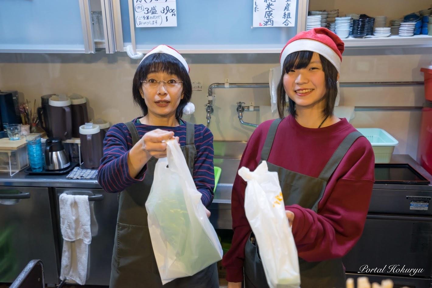 裕子さんとスタッフの前田琴羽さん