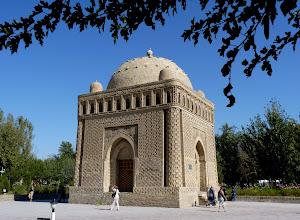 Photo: Das Mausoleum der Samaniden-Dynastie aus dem 10. Jhdt. ist das älteste in der islamischen Welt.