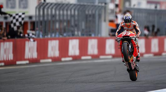 Márquez gana el GP delante de sus patronos, logrando el titulo de marcas