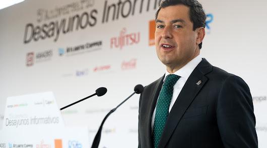 Juanma Moreno, ayer impartiendo una conferencia.
