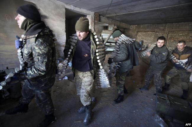 Українські солдати. Піски (поблизу Донецького аеропорту), 3 грудня 2014 року