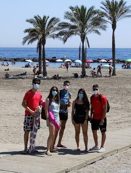 De Sevilla, Málaga y Granada en las playas de Almería en el primer día sin estado de alarma.