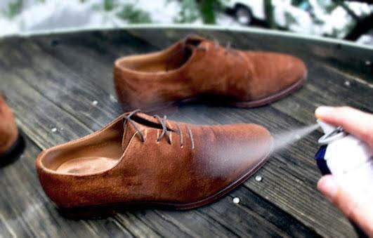Nước sạch tẩy ố giày da lộn rất hiệu quả