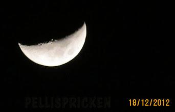 Photo: Här nere går även Månen ner i liggande ställning på natten