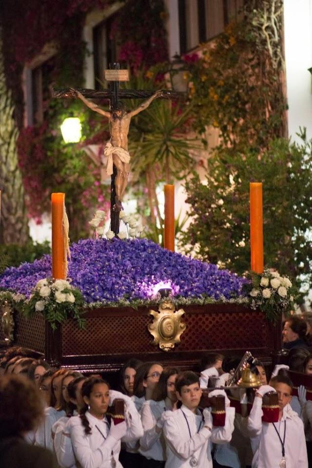 Nuestro Padre Jesús de la Esperanza en el desfile procesional de la Hermandad.