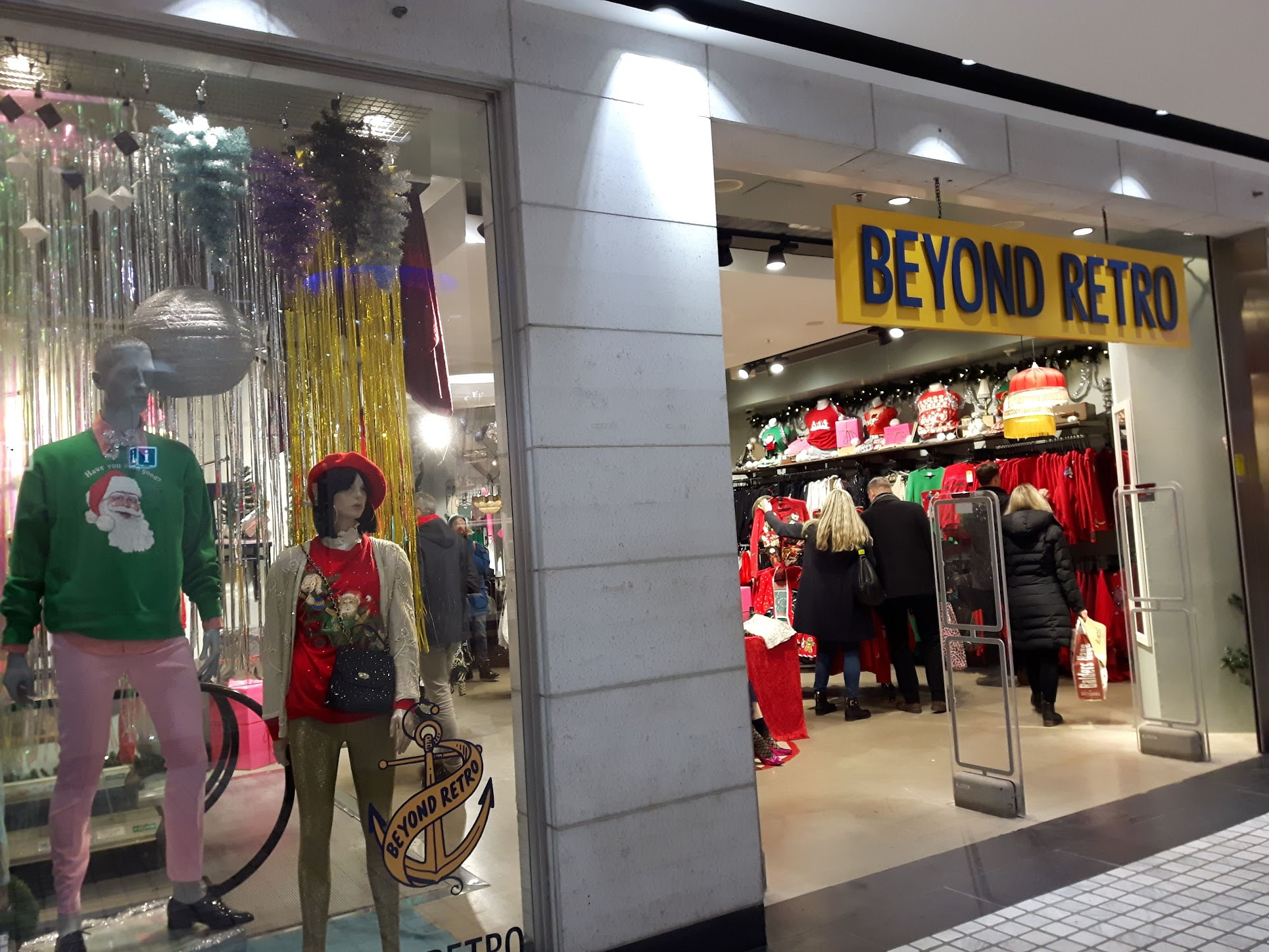 Retro shop met kersttruien in Nordstan - Julstaden Göteborg