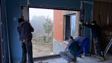 Photo: rondom wordt de binnenwand uitgezaagd